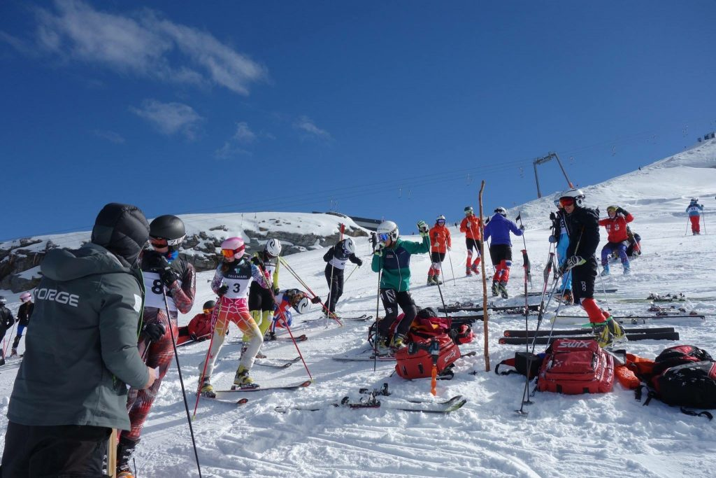An international mix of telemark skiers at start!